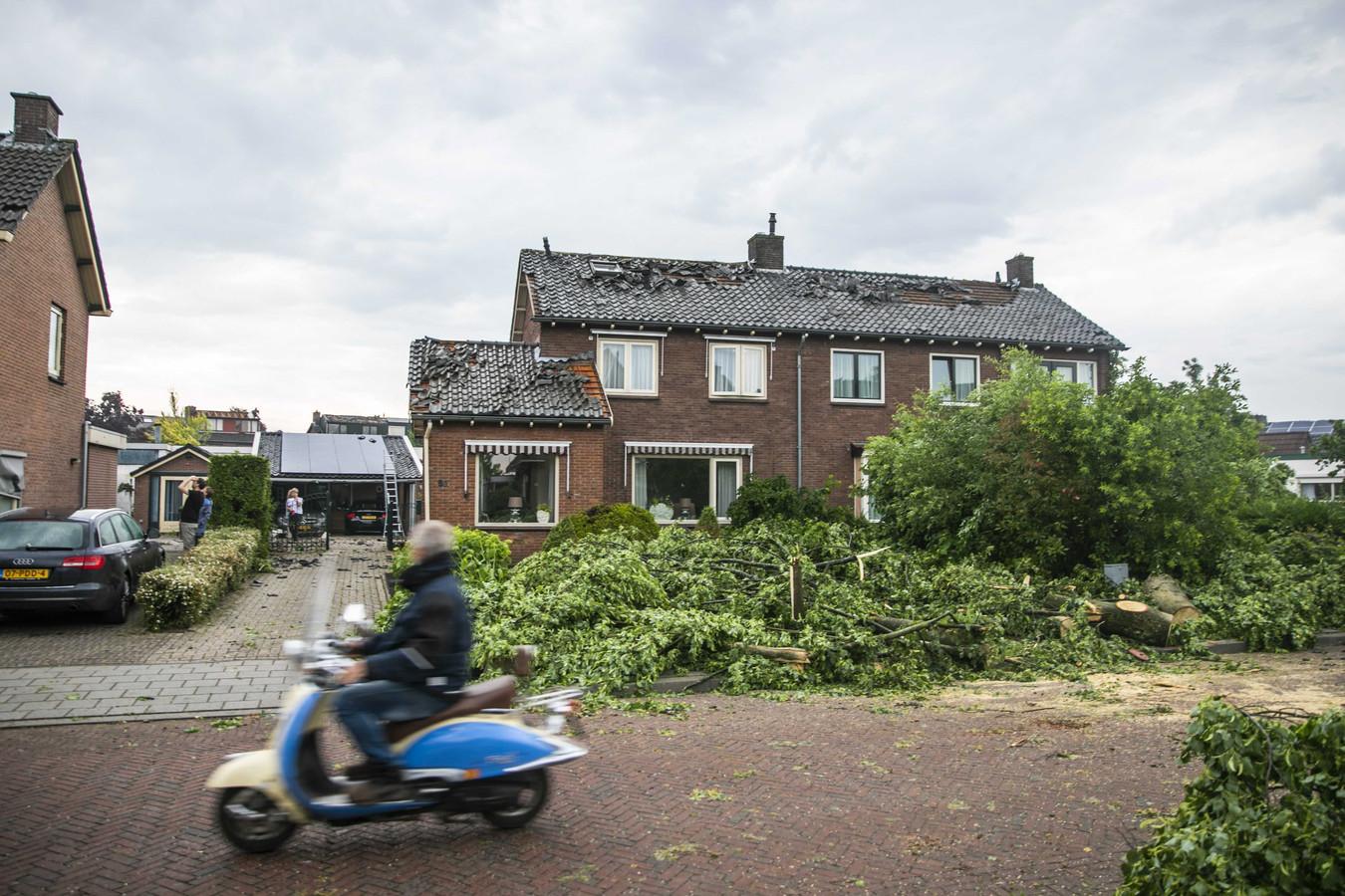 Schade na de tornado die vorige week Rheden trof.