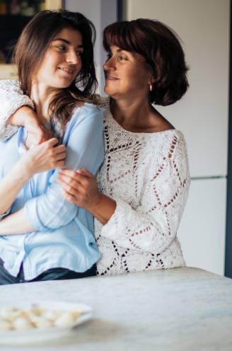 """Na Sarah Everard: hoe maak je je dochter weerbaar zonder ze angst aan te jagen? """"Altijd 'pas op!' zeggen is niet gezond voor je kind"""""""