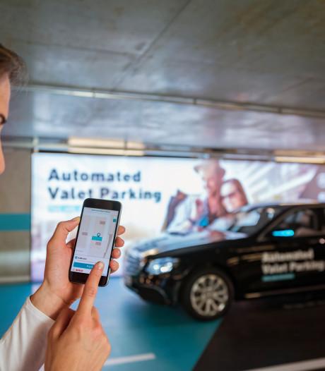 Mercedes introduceert volledig geautomatiseerd parkeren in eigen museum