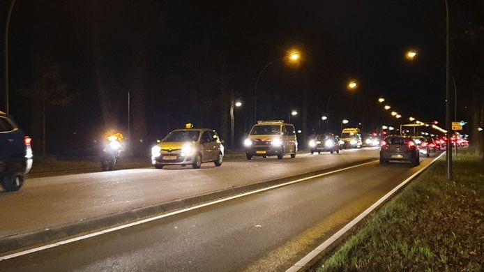 Door het ongeluk is er een lange file ontstaan in beide richtingen op de Gronausestraat.