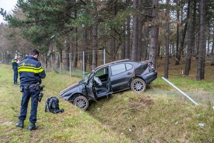 Auto belandt in greppel