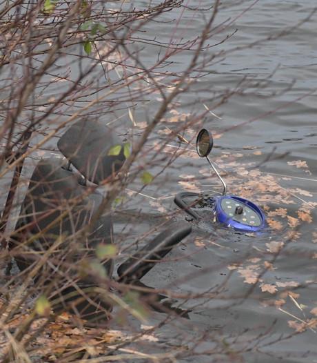 Scootmobieler waait Eindhovens kanaal in