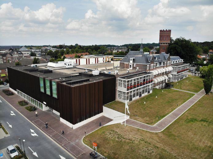De polikliniek aan de Prins Bernhardstraat is drie jaar geleden verbouwd. Sinds die tijd staat het gebouw voor de helft leeg.