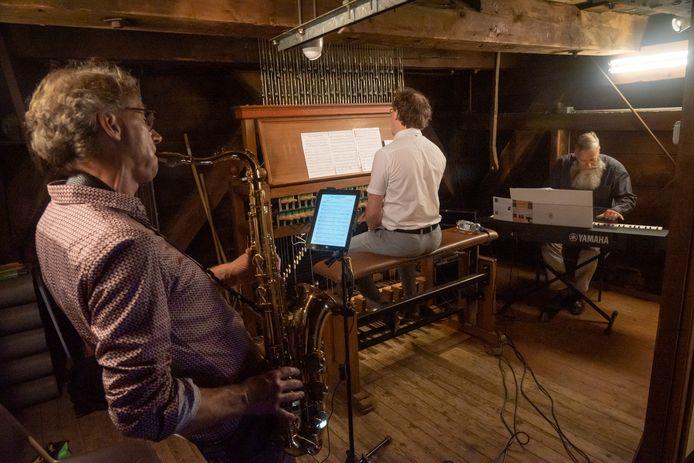 Ter ere van de ingebruikname van de nieuwe geluidsapparatuur speelde beiaardier Jan-Geert Heuvelman samen met Hans Broekhuijsen (saxofoon) en Boudewijn Zwart (digitale piano).