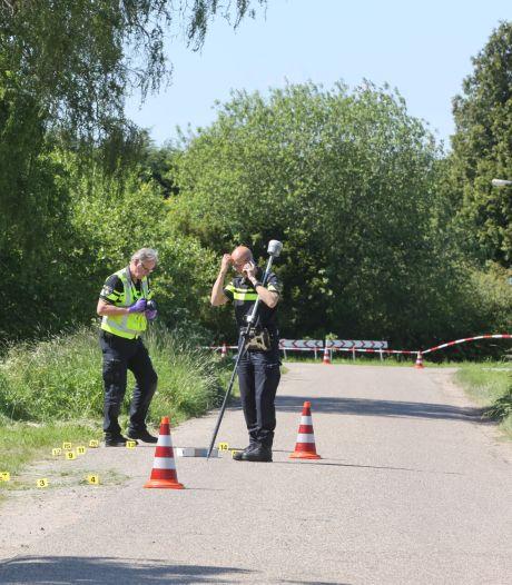Een paar tellen na het dodelijke ongeluk in Zaltbommel was de blauwe auto nergens meer te bekennen