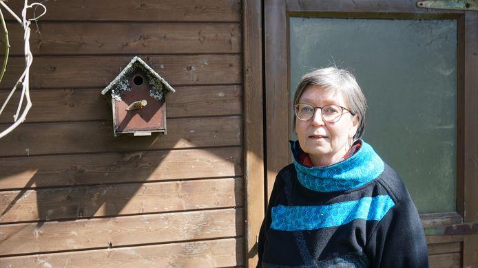 Nine Van Hoyweghen van Natuurpunt Scousele hoopt met een crowdfunding een 300-tal nestkasten te kunnen bouwen voor de scholen en rusthuizen in Temse.