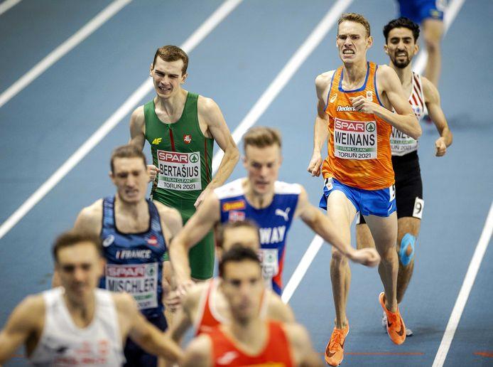 Valentijn Weinans tijdens de kwalificaties van de 1500 meter op de EK indoor atletiek.