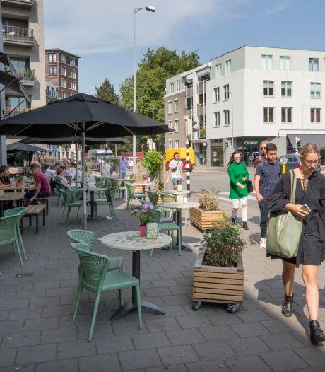 Tijdelijke terrassen in Breda mogen veelal blijven: 'Reuring en sfeer gaat erop vooruit'