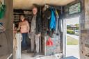"""Herman en Gea leven in een camper die ze Juki noemen, vernoemd naar twee overleden hondjes. ,,Gereedschap hebben we bij ons. Juki is in die zin ook een kantoor en een rijdende werkplaats."""""""