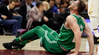 Niet voor gevoelige kijkers: Boston ziet sterspeler met vreselijke blessure uitvallen