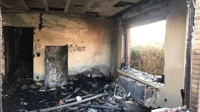 """""""In tien minuten was heel de benedenverdieping verwoest."""" Woning loopt zware schade op na ontploffing en brand"""