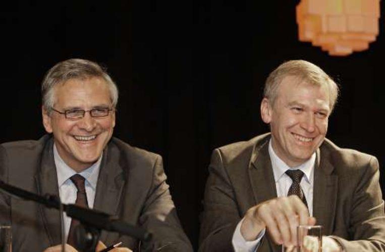 Kris Peeters en Yves Leterme tijdens het congres. Beeld UNKNOWN