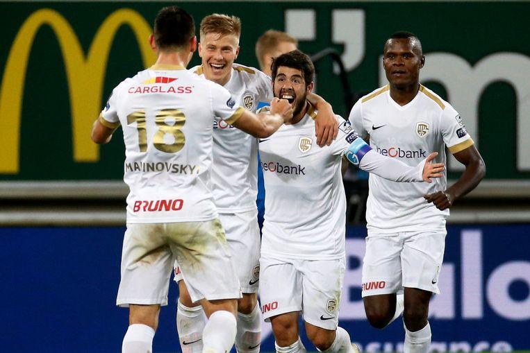 Malinovsky, Uronen, Pozuelo en Samatta vieren een goal tegen Gent, een vertrouwd tafereel bij Genk dit seizoen. Beeld Photo News
