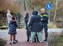In verband met een steekpartij hield de politie donderdag een buurtonderzoek op het Julialaantje.