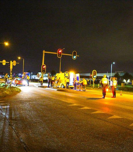 Aanrijding op N301 bij Nijkerk, fietsster naar het ziekenhuis