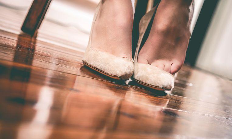 Dit is waarom je voortaan je schoenen binnen uit wilt doen