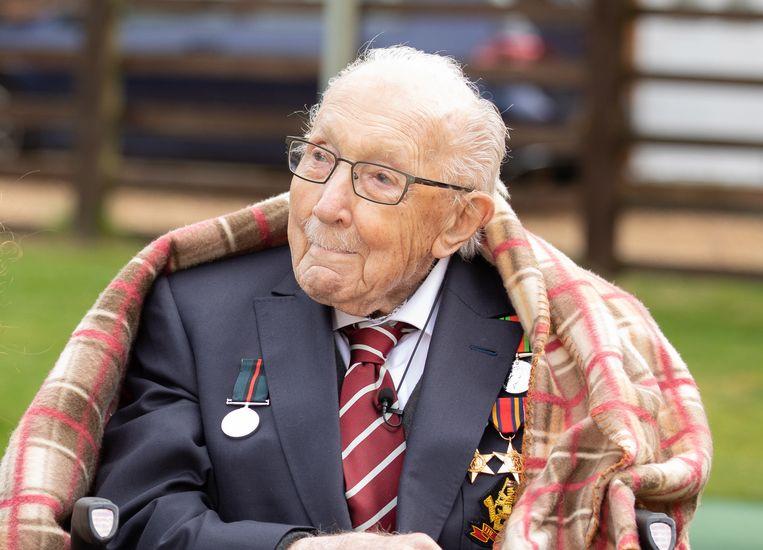 Oorlogsveteraan Tom Moore, gisteren honderd jaar geworden. Beeld EPA