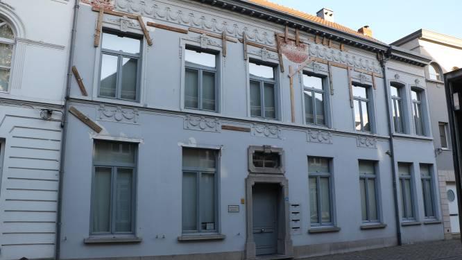 Vlaamse restauratiepremie voor neoclassicistisch herenhuis in Kerkstraat: beschermd stadsgezicht kan na restauratie weer bewoond worden