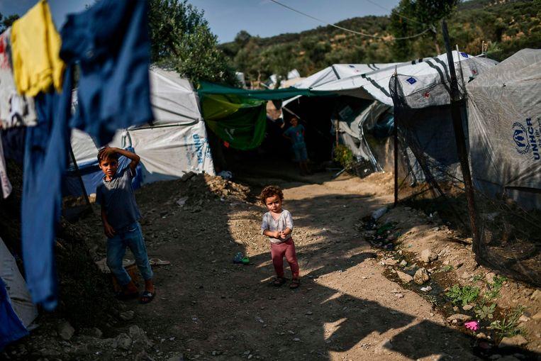 Kinderen in het vluchtelingenkamp Moria op Lesbos. Tot zestig kinderen per dag moeten er medisch behandeld worden. Beeld AFP