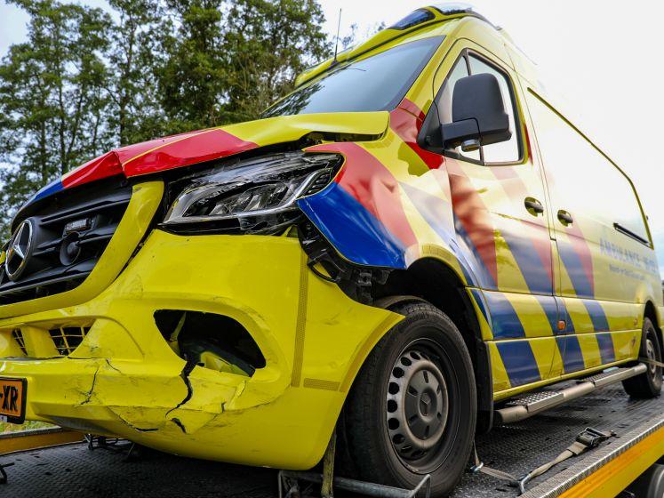 Ambulance aangereden tijdens spoedmelding Eerbeek