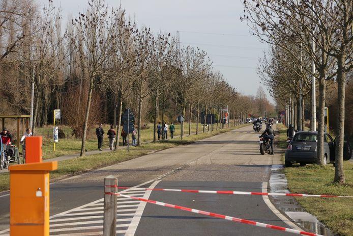 Door het mooie weer zakte een massa volk af naar Doel dit weekend.