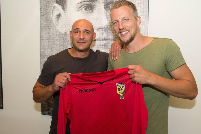 Remko Pasveer bij Vitesse, met technisch directeur Mohammed Allach.