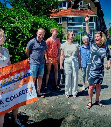Opgeluchte Evi verrast door mentoren Insula College: 'Toch geslaagd, ik ben heel blij'