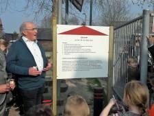 Dorpsplein van De Moer vernoemd naar supervrijwilliger Ad van Beek