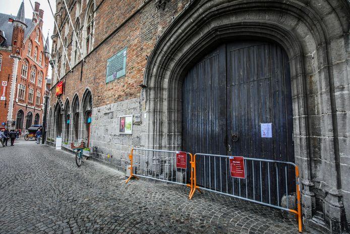 De ingang van het Belfort is tijdelijk gesloten.