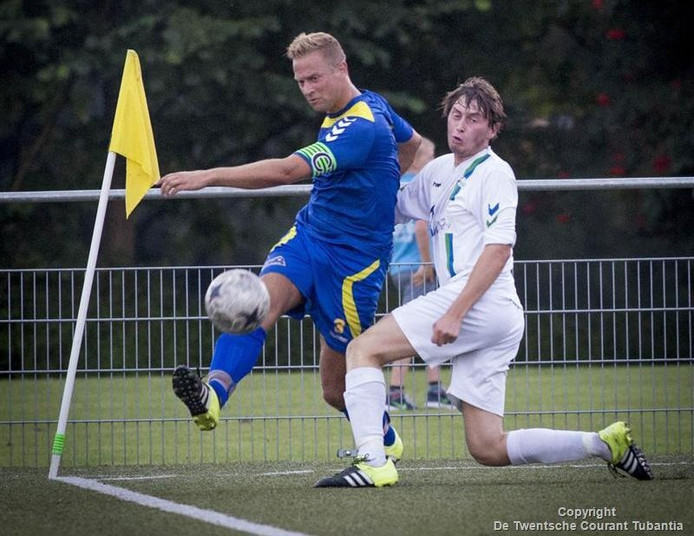 De Esch, hier in actie tegen SDC'12, speelt tijdens de derde speelronde tegen Tubantia. SDC'12 neemt het zelf op tegen Quick'20.