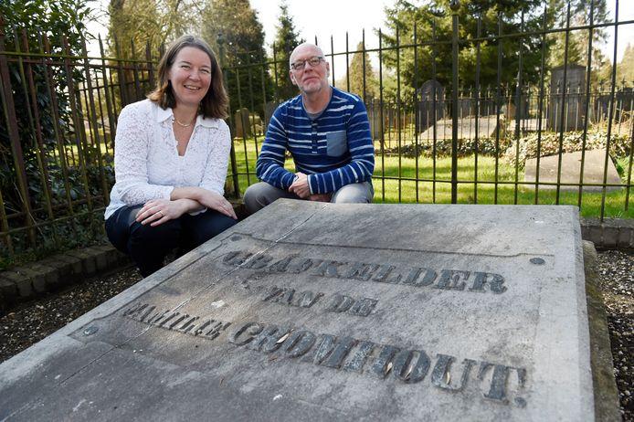 Archiefbeeld van Rien Oosterveen, rechts op de foto. Hij was samen met Wendy te Braak betrokken bij de Cromhoutstichting.
