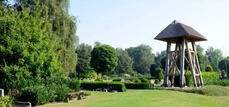 Ook troostende woorden is bij marktpartij op begraafplaats Twenterand 'uurtje factuurtje'