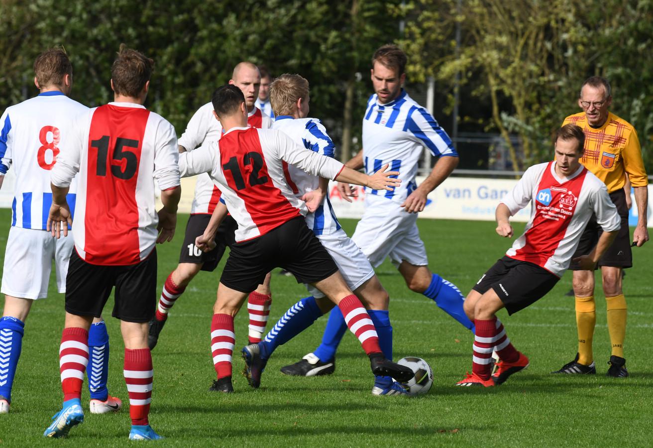 Beeld uit de wedstrijd tussen GVV en Teisterbanders.