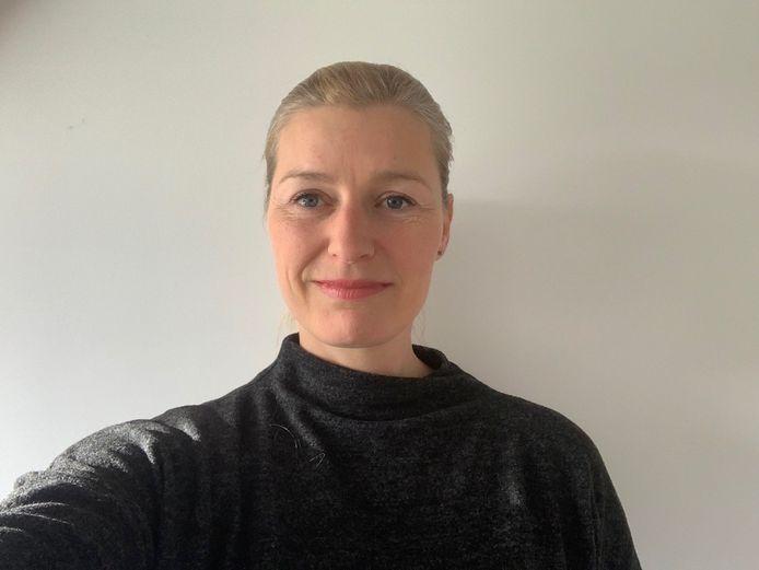 Charlotte Poortvliet, teamleider marketing en communicatie bij de Bibliotheek Zuid-Hollandse Delta: ,,Lezen vergroot de woordenschat. Als je dat niet bijhoudt, merk je dat er erg snel achterstanden ontstaan bij kinderen.''