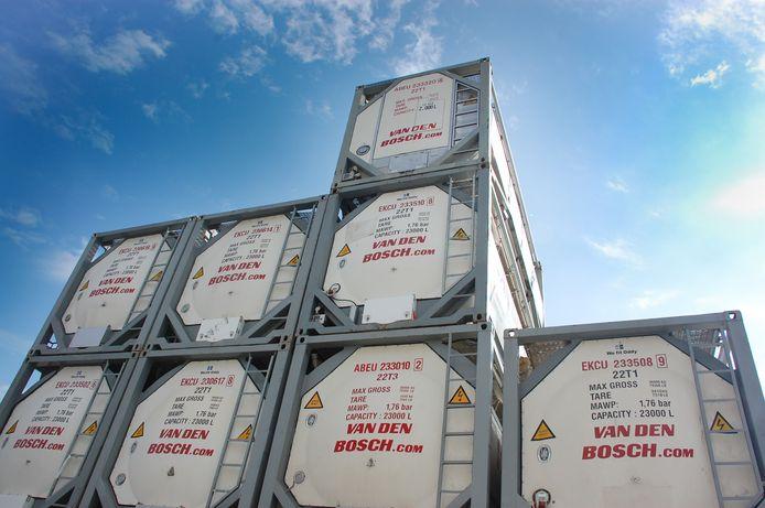 Containers zoals Van den Bosch die wereldwijd inzet voor transport.