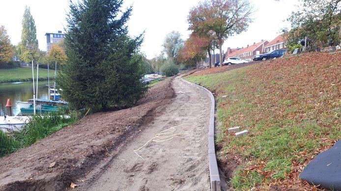 Het nieuwe pad aan de Acaciasingel.