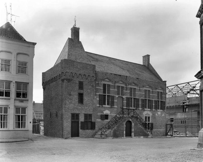 Het oude stadhuis van Grave in 1970. Foto: rijksmonumenten.nl