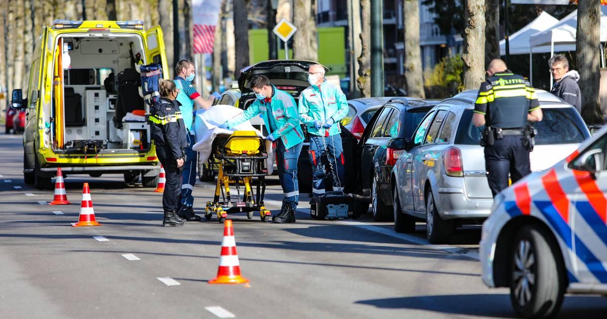 Kop-staartbotsing op Apeldoornse Loolaan: slachtoffer naar ziekenhuis.