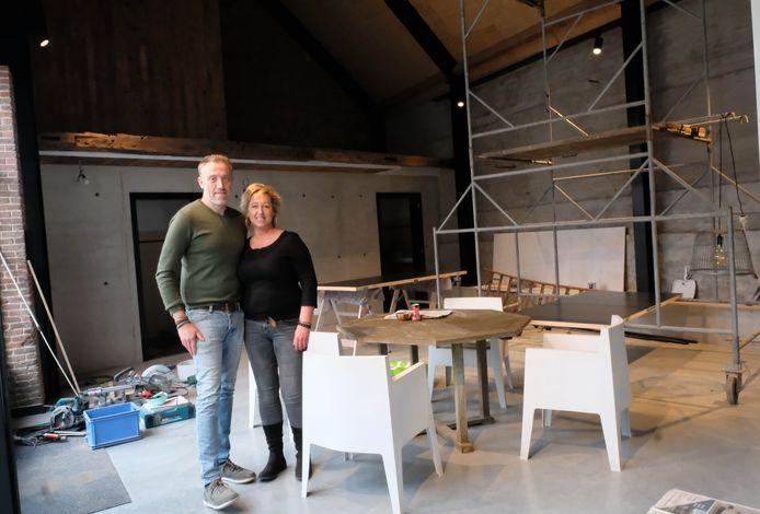 Het is nu nog een werf, maar (hopelijk) vanaf september zullen Klaas Van Opstal en Hilde Lemmens hier familiefeesten, babyborrels, huwelijken, businessmeetings en productvoorstellingen kunnen laten plaatsvinden.