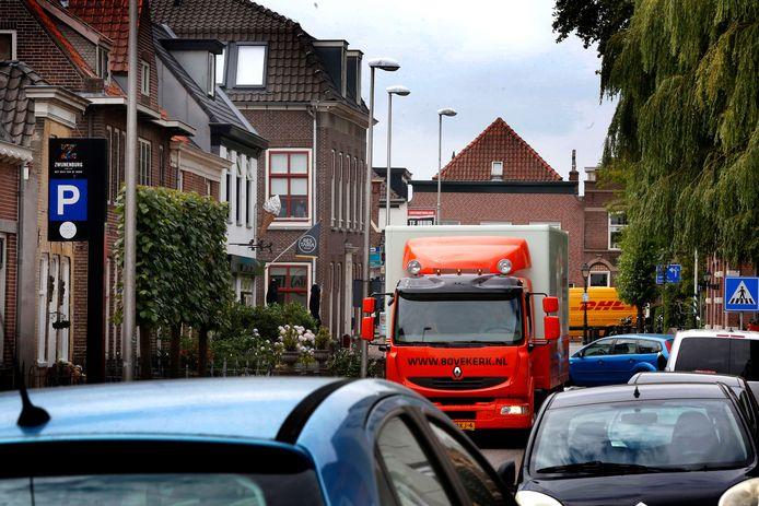 Archieffoto: Als er file staat op de A27, ontstaat er sluipverkeer door de kern van Meerkerk.