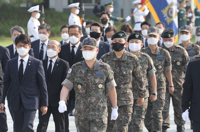 Militairen in Seoel herdachten vrijdag dat 71 jaar geleden de Koreaanse Oorlog begon.  Beeld EPA