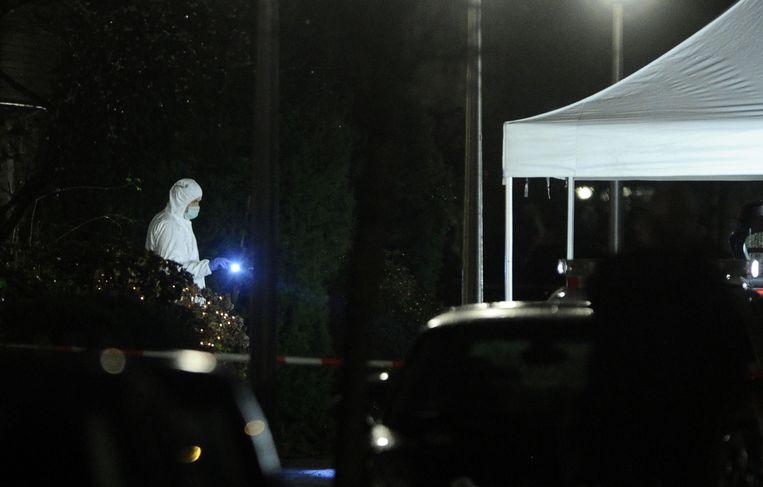 Rechercheurs doen onderzoek op de Beeckestijn in Amstelveen waar een vrouw is doodgeschoten. Beeld null