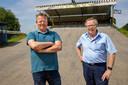 Albert van Maasakkers (rechts, TWC De Kempen) en Evert-Jan Haarhuis (bmx-club Lion d'Or) op de fietscrossbaan van Lion d'Or op het Eurocircuit.