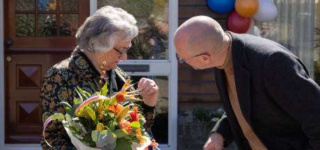 Grietje krijgt op 84-jarige leeftijd nog lintje in IJsselmuiden: 'Nooit meer verwacht'