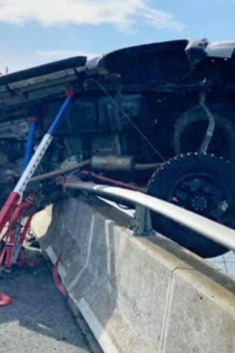 Un homme héroïque saute d'un pont pour sauver une fillette de la noyade