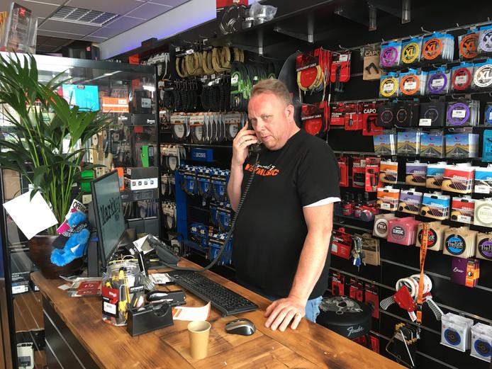 Mark van der Ende direct na het faillissement van Keymusic. Hij gaat als zelfstandig winkelier verder onder de vlag van Bax Music.