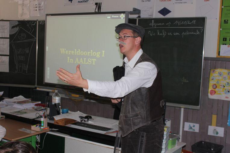 Peter Callebaut in zijn klas.