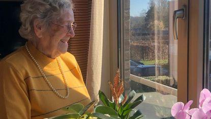 """Clara (103) krijgt coronaveilig verjaardagsfeestje: """"Liedjes aan het raam en een tonic met een vriendin op veilige afstand"""""""