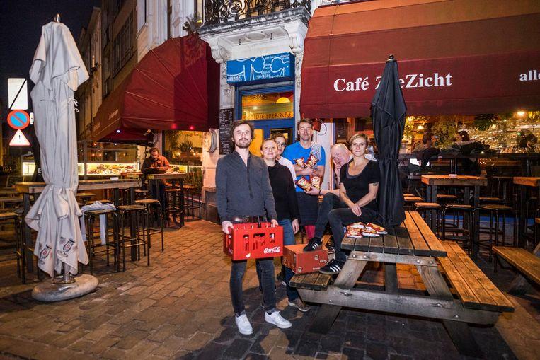 Bij café Zeezicht gooien ze alle Amerikaanse drank en voeding buiten.
