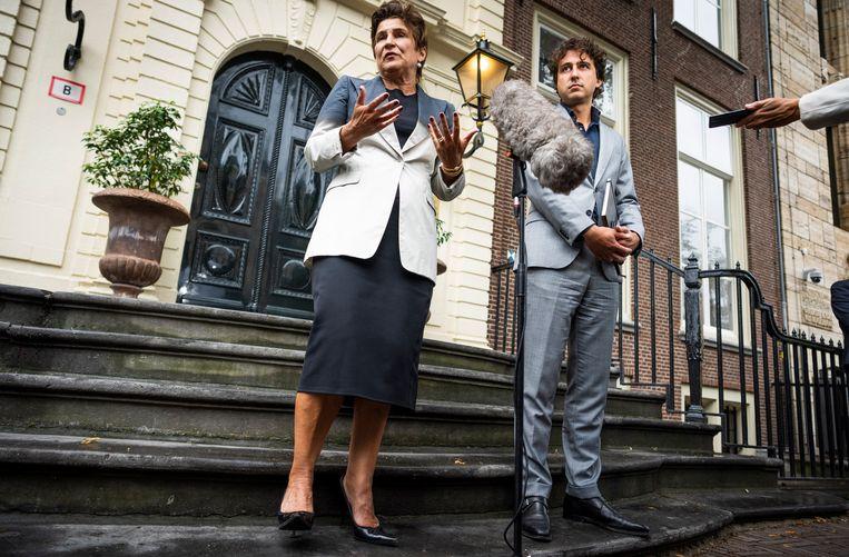 PvdA-lijsttrekker Lilianne Ploumen en GroenLinks-leider Jesse Klaver na afloop van een gesprek met informateur Mariëtte Hamer over de kabinetsformatie. Beeld Freek van den Bergh / de Volkskrant